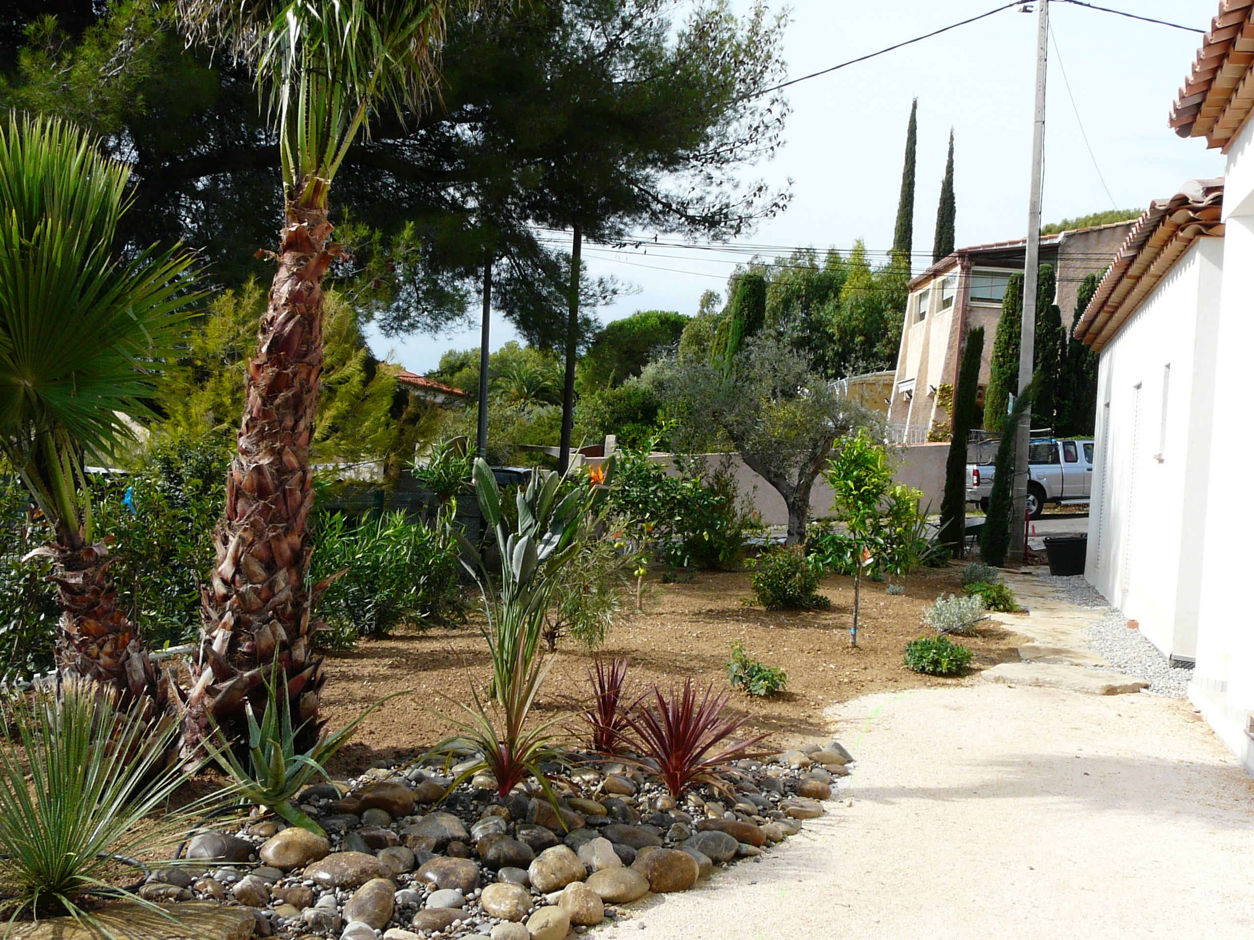 R alisation d 39 un jardin m diterran en bandol for Creation jardin provencal